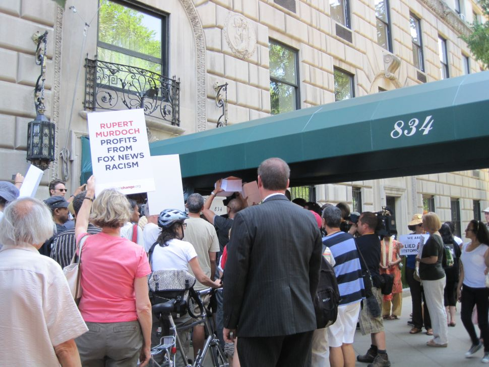Protesters Turn Up on Murdoch's Doorstep