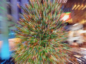 Rockefeller Christmas tree made you late (Via Getty Images)