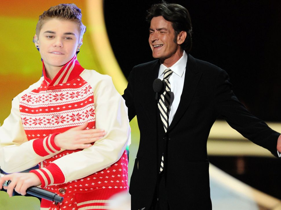 Charlie Sheen Tweets Out Phone Number While Trying to Reach Justin Bieber