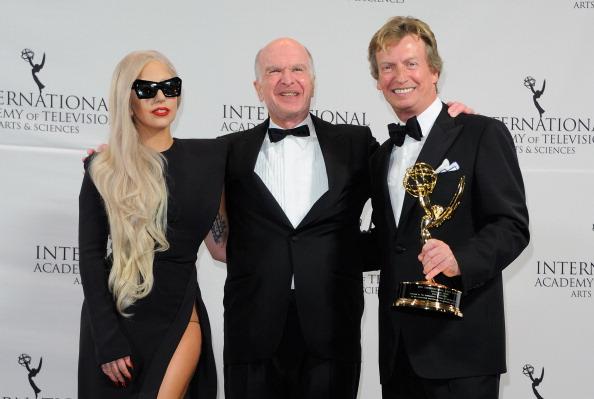 American Idol Producer Nigel Lythgoe Silently Judging Contestants, Judges, Offscreen