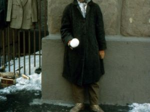 """David Hammons performing his """"Bliz-aard Ball Sale"""" outside Cooper Union in 1983. (Courtesy the artist)"""