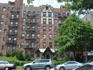 191-11 Woodhull Avenue