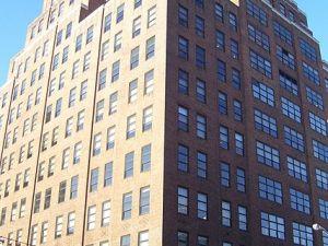 111 Eighth Avenue (via Wikimedia Commons, user Beyond_My_Ken)