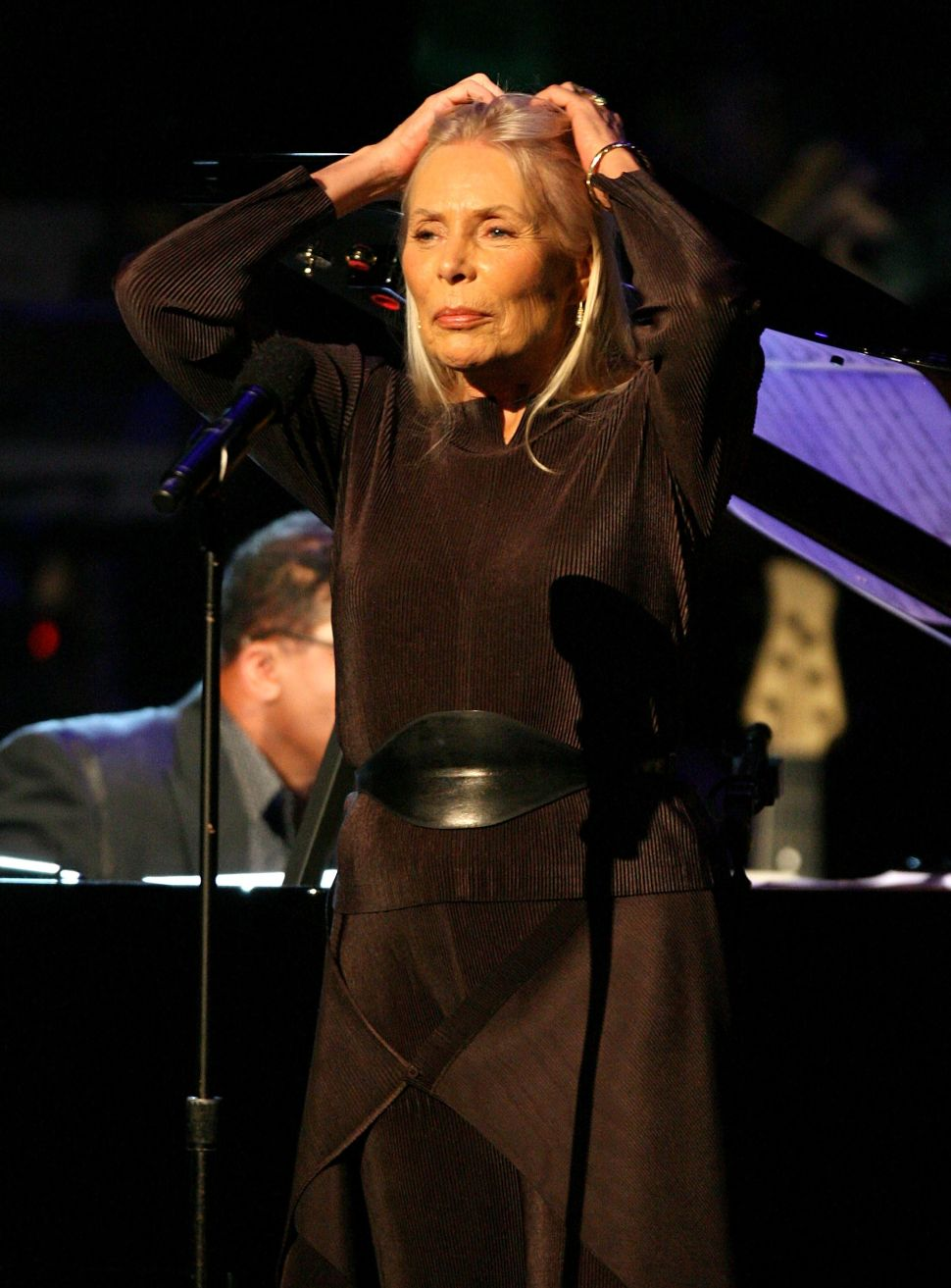 Joni Mitchell May Sing Again, Claims Liz Smith (Who Would Know)