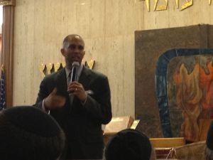Hakeem Jeffries at the Flatbush Park Jewish Center