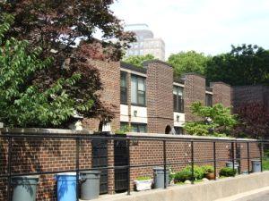 The modernist townhouses of 75 Henry Street. (Brownstoner)