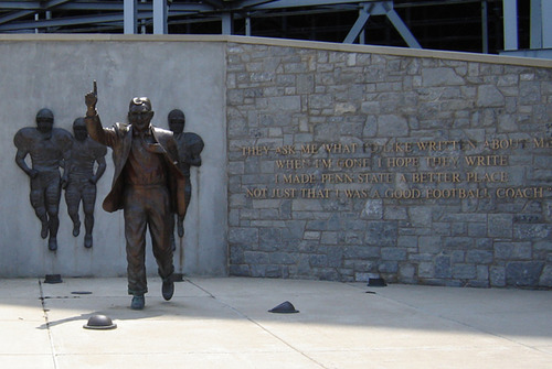 Objections to Penn State's Removal of Their Joe Paterno Statue on Twitter