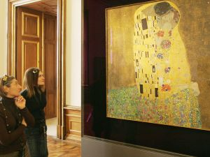 "Visitors look at Gustav Klimt's painting ""Der Kuss"" (The Kiss), 2009. (Courtesy Dieter Nagl/AFP/Getty Images)"