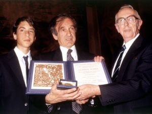 Elie Wiesel (center), accepting the Nobel Peace Prize in 1986.