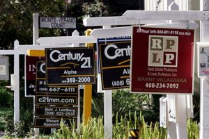 At least luxury homes are selling well. (technorati)