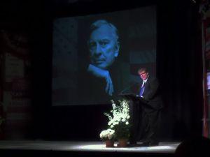 Michael Moore recounts his memories of Gore Vidal.