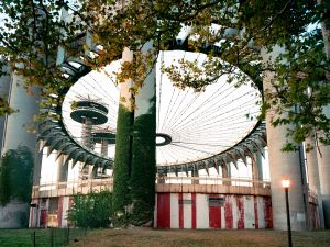 "Jade Doskow, New York 1964 World's Fair, ""Peace Through Understanding,"" New York State Pavilion, 2008. (Courtesy of the artist)"