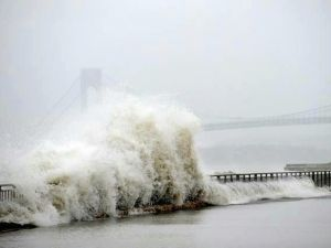 A wave crashes into the Bay Ridge shore. (Photo: Robert Katz/Facebook)
