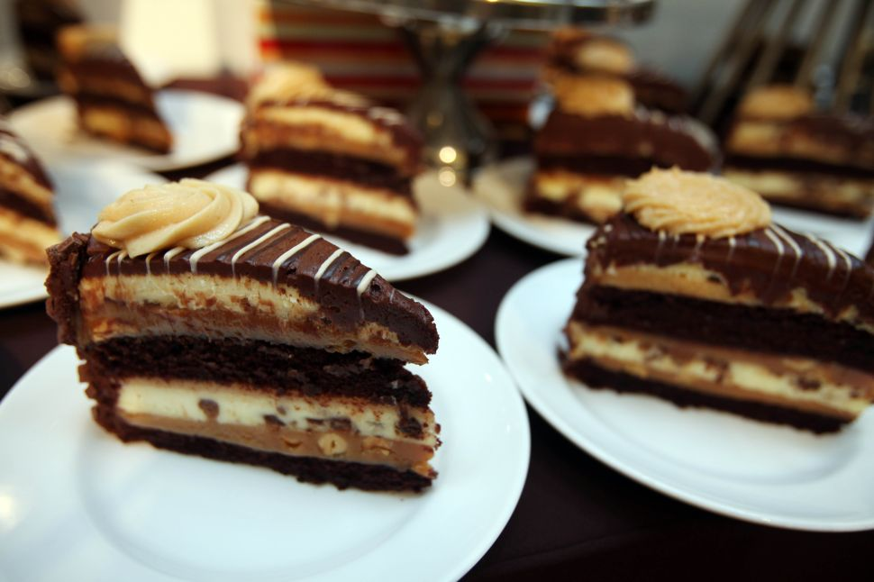 The Internet Raised Over $100K for Refugees Thanks to a Cheesecake Factory Fundraiser