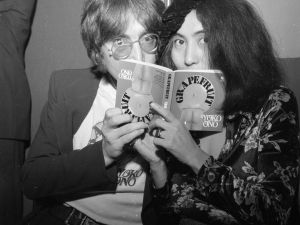 John Lennon and Ono read Ono's 'Grapefruit' book. (Central Press/Getty Images)