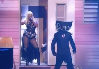Big Apple Idolatry: ScarJo's New Man, R-Patz's <em>Twilight</em> Shame, and Christina Aguilera's New Nightmare Fuel