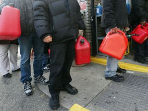 New Yorkers wait for gas in Lower Manhattan. (Photo: Getty)