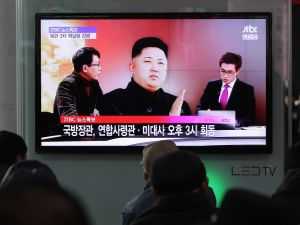 People watch a television broadcast reporting the North Korea's nuclear test at the Seoul Railway station. (Photo: Getty)