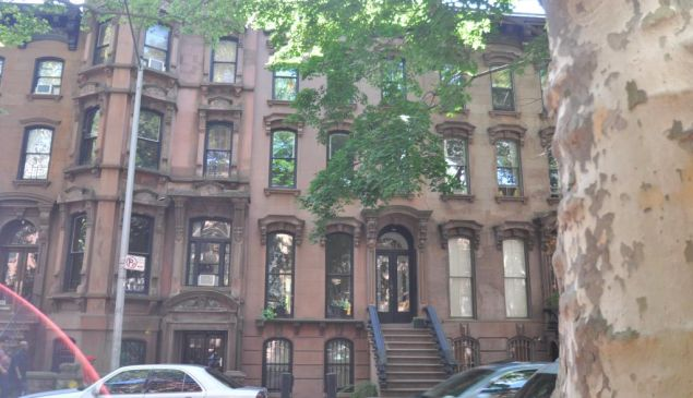 32 South Portland Avenue might not be as elaborate as its next-door neighbor, but that didn't stop it from setting a Fort Greene record.