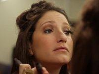 Jamie Shupak puts on makeup. (Photo: Racked).
