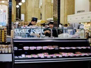 Duane Reade at 40 Wall Street. (Photo via Shao-yu Liu.)
