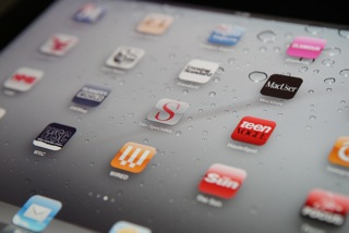 Survey Confirms We're Not Alone in Constantly Shuffling Between Smartphone Apps
