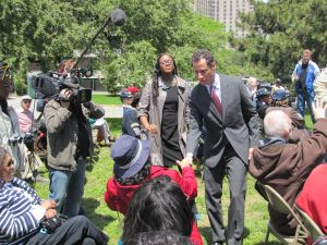 Anthony Weiner at Memorial Day ceremony in Co-Op City. (Photo: Jill Colvin)