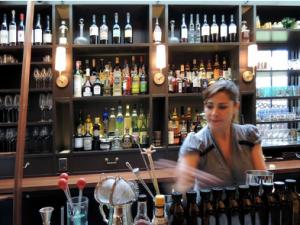 Pelaccio's bartender Kat Dunn. (Photo: Laetitia Hussain)