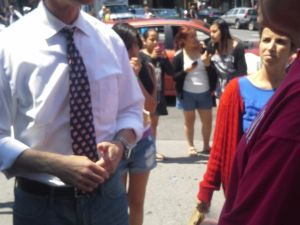 Anthony Weiner chats with a former constituent.