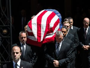The casket of New Jersey Sen. Frank Lautenberg is carried out of the Park Avenue Synagogue after his funeral. (Photo: Andrew Burton/Getty Images)