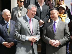 Bill de Blasio and John Lue. (Photo: Rob Kim/Getty Images)