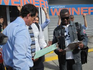 Anthony Weiner supporters petitioning in Harlem this weekend.