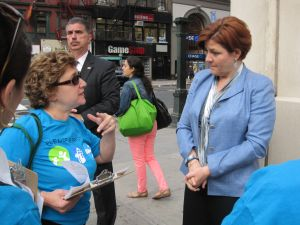 Christine Quinn petitioning on the Upper East Side. (Photo: Jill Colvin)