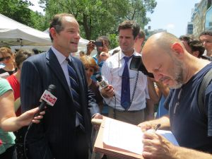 Eliot Spitzer soliciting petitions in Union Square.