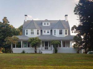 Martos's home in East Marion. (Courtesy Martos Gallery)