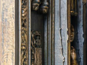 The ornate doors bear bronze castings of saints. (Fernando Gomes)