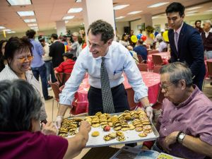 This is another photo of Anthony Weiner holding cookies. Because .... (Photo: Getty)