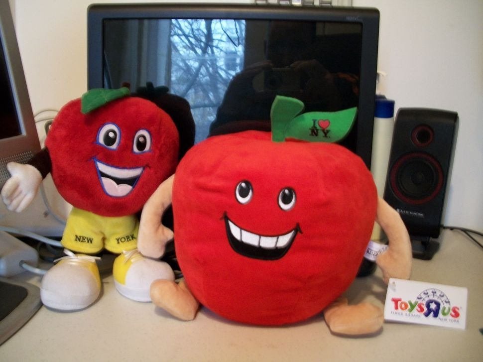 """An Apple a Day Sends a Lawsuit Your Way: Times Square Mascot Sues Toys """"R"""" Us"""