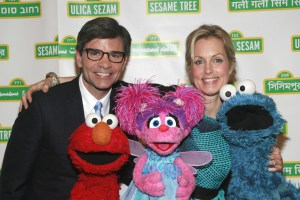 Ali Wentworth Calls Out Husband George Stephanopoulos For Forgetting Her Twitter Handle