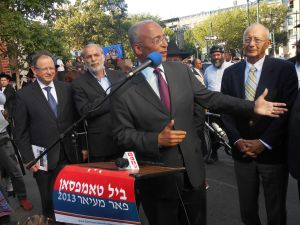 Bill Thompson with Republican Al D'Amato to his left and Assemblyman Dov Hikind to his right.