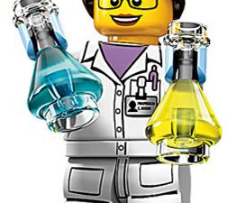 Here she is! (Photo: Gizmodo/Lego)