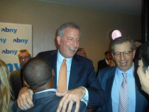 Bill de Blasio gets chummy at the ABNY breakfast.