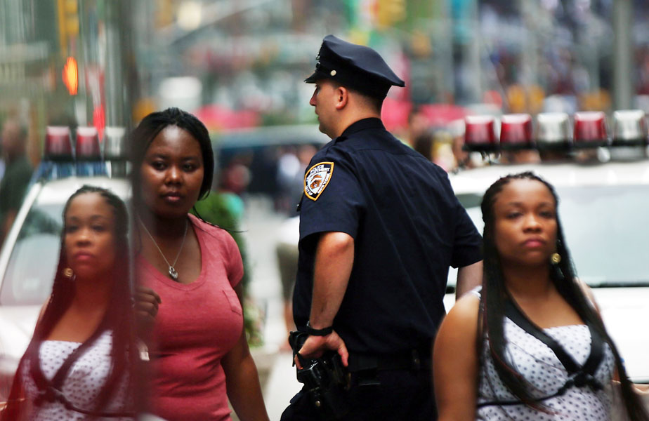 Is Jaywalking the New Stop-And-Frisk? De Blasio Pulls a Page From Giuliani's Playbook