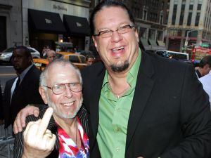 Al Goldstein with his friend, the magician Penn Jillette. (Photo by Getty Images)