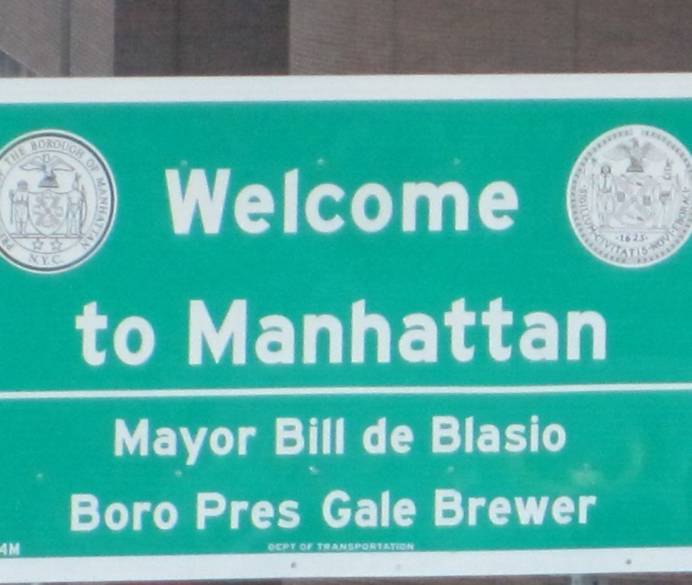 City Unveils New 'Welcome' Signs With de Blasio's Name