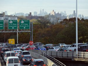 Heavy traffic exits the George Washington Bridge onto the Henry Hudson Parkway as morning commuters drive into Manhattan. (Photo by STAN HONDA/AFP/Getty Images)