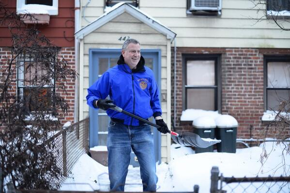 De Blasio Doesn't Plan to Shovel Gracie Mansion's Sidewalk