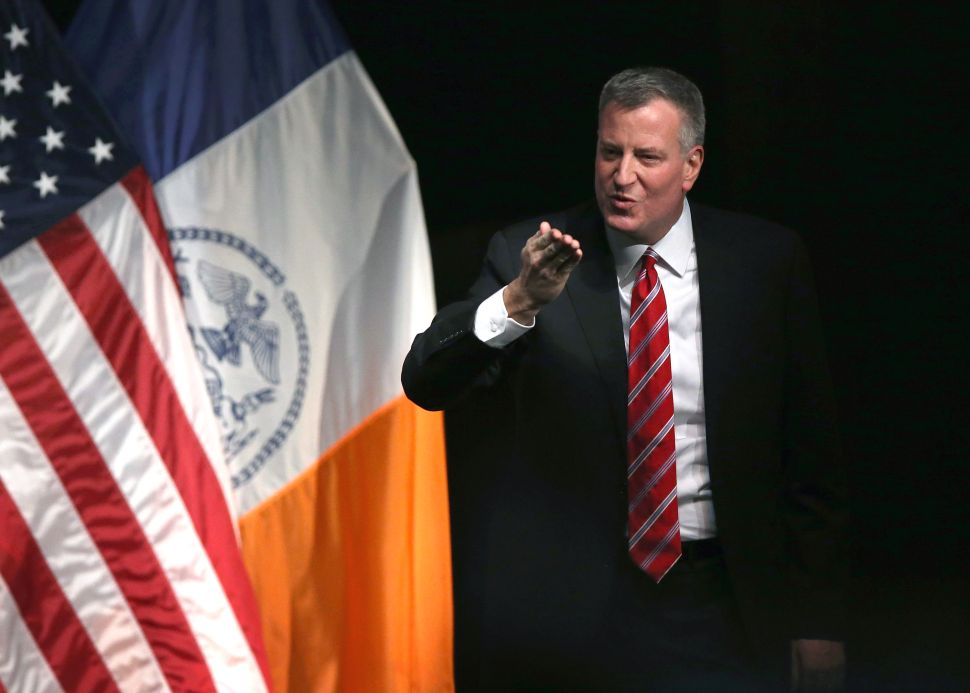 Bill de Blasio Pushes Port Authority to Give Airport Workers $15 an Hour