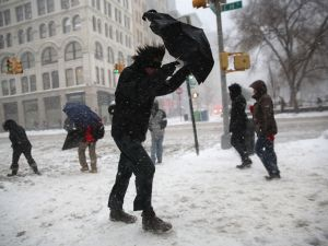 A man attempts to brave the snow in Manhattan. (Photo: John Moore/Getty)