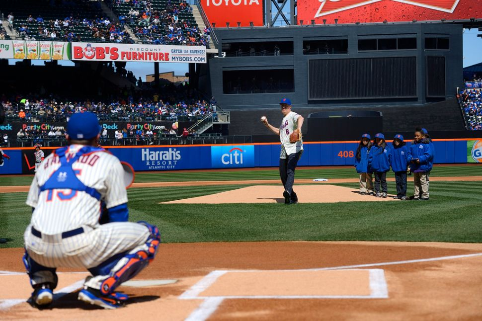 Bill de Blasio Booed Loudly at Mets Game Before Throwing First Pitch